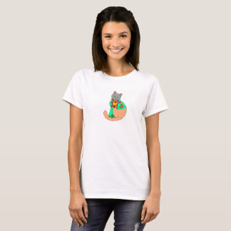White t-shirt of woman with cat drawing