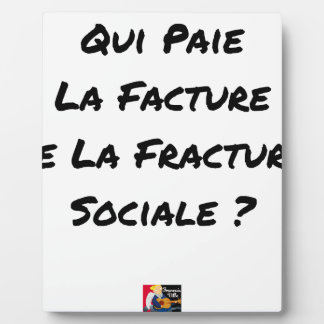 WHO PAYS THE INVOICE OF THE SOCIAL FRACTURE PLAQUE