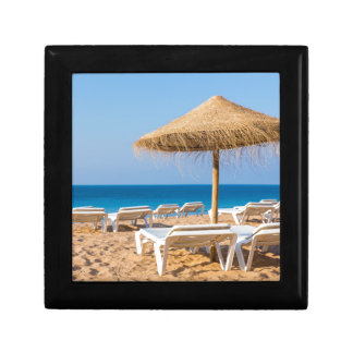 Wicker parasol with beach beds.JPG Gift Box