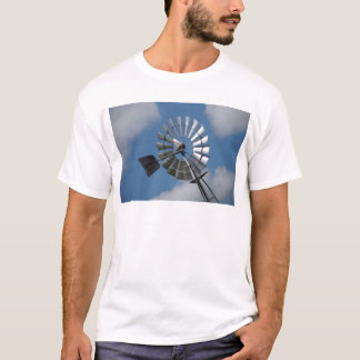 WINDMILL SOUTHERN CROSS RURAL QUEENSLAND AUSTRALIA T-Shirt