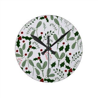 Winter berries round clock