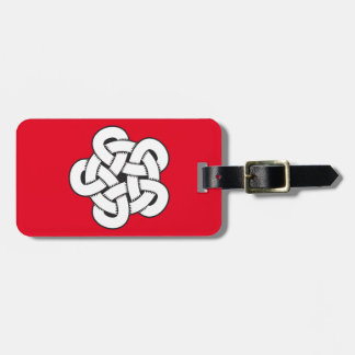 wodcut style quintuple knot luggage tag