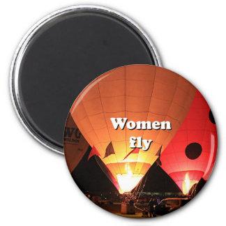Women fly: hot air balloon 2 magnet