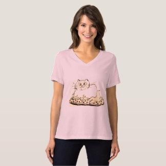 WOMEN'S RELAXED FIT  T-SHIRT - CAT ON A PILLOW