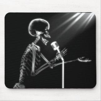 X-RAY SKELETON SINGING ON RETRO MIC - B&W MOUSE PAD