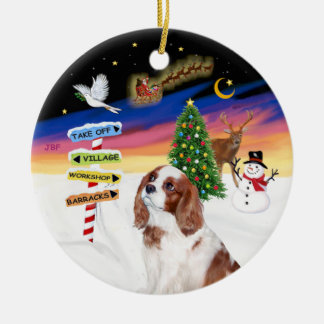 Xmas Signs - Blenheim Cavalier King Charles (A2) Round Ceramic Ornament