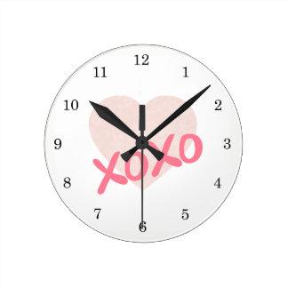 XOXO ROUND CLOCK