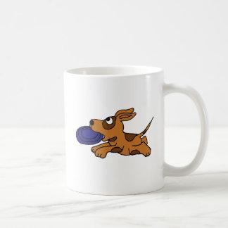 XY- Funny Brown Puppy Dog Catching Frisbee Coffee Mug