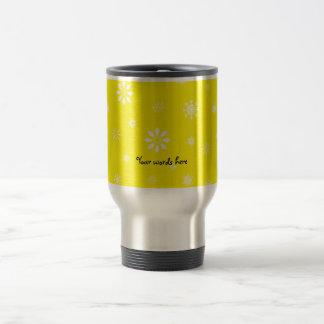 Yellow and white snowflakes pattern travel mug