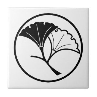 Yin and yang ginkgo leaves in threadlike ring tile