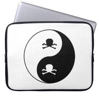 Yin and yang skulls computer sleeve
