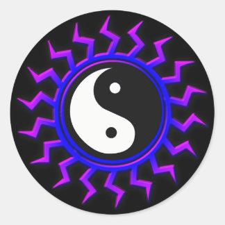 Yin bleu Yang Sun équilibré Sticker Rond