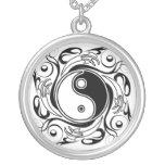 Yin et symbole de Yang Colliers