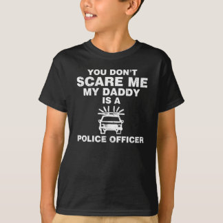YOU DON'T SCARE ME MY DADDY IS A POLICE OFFICER TSHIRTS