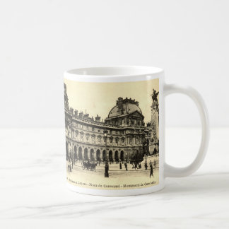 ZHR0035 Vintage 1905 Louvre, Paris, France Coffee Mug